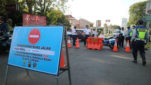 Masih Banyak Kerumunan Massa Saat PSBB, Kota Cirebon Tutup Sejumlah Ruas Jalan