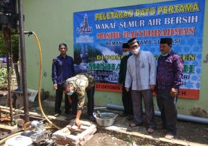 Peletakan Batu Pertama Pembangunan Sumur BOR Ke 5 di Ponpes Minhajul Falah oleh Masjid Baiturrahman Kemang Pratama 3 Bekasi