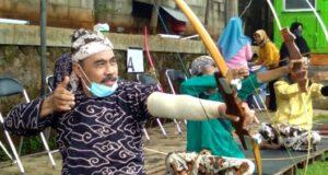 Puluhan Pemanah Tradisional Beradu Ketangkasan Pada Gladen Alit Jemparingan