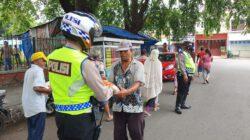 Jumat Berkah, Kapolres Cirebon Kota Berbagi Beras untuk Kaum Dhuafa